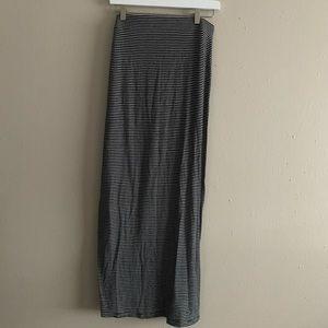 Old Navy Maxi Skirt w/ Thin Stripes Size S